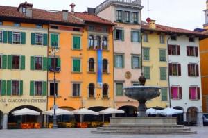 La piazza (delle erbe) colorata