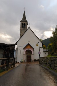 Chiesa in paese ad Ossana