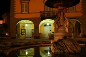 Piazza Zanti, fontana e biblioteca