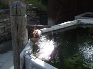 La fontana di Thures con i raggi del sole