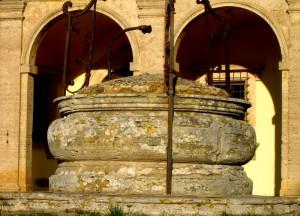 La canonica ed il pozzo di San Biagio