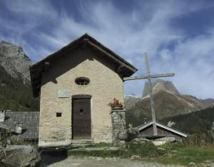 Valle Stretta e la sua Cappella in memoria ai caduti di guerra