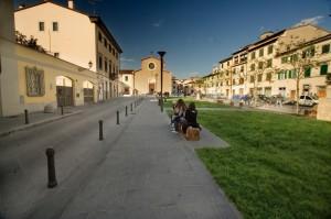 La chiesa di Sant'Agostino di Prato sorge in piazza Sant'Agostino.
