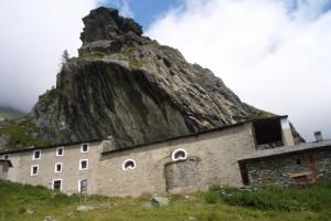 Al riparo della roccia, San Besso
