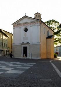chiesa in piazza Martiri della Resistenza