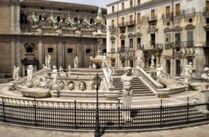 Piazza pretoria con Relativa fontana