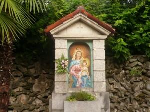 Cappelletta votiva in prezioso mosaico