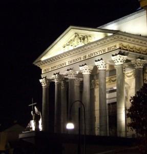 facciata della Gran Madre di notte