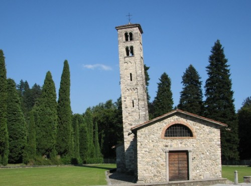Albese con Cassano - Chiesa romanica di San Pietro