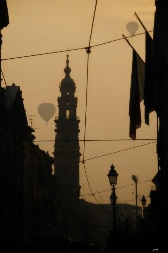 Parma - Prime luci dell'Alba con mongolfiera - Campanile Chiesa Santo Sepolcro