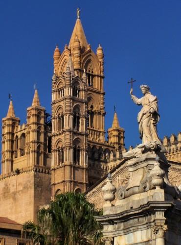 Palermo - cattedrale di Palermo . prospettiva verticale