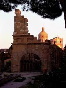 Tindari, il Santuario della Madonna Nera visto dall'area  Archeologica