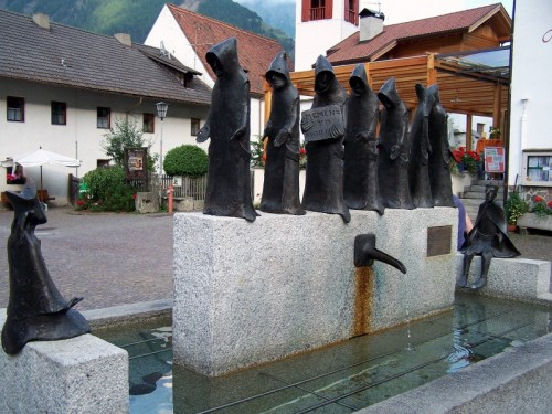 Senales - frati in processione