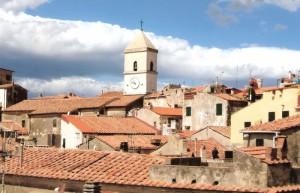 Chiesa immersa nel centro storico di Capoliveri