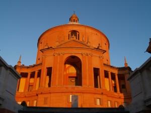 Maestosa entrata della Basilica di San Luca
