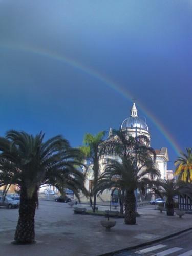 Mascali - L'arcobaleno sul Duomo