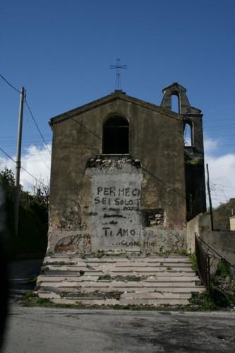 Salerno - Sant'Elia, ho scritto t'amo sulla chiesa...