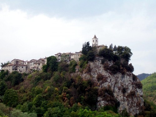 Ascoli Piceno - La chiesa sulla rupe di Castel Trosino