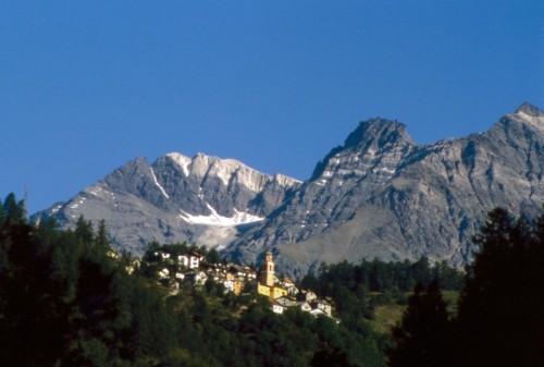 Chiesa in Valmalenco - Santuario della Madonna delle Grazie e il paese di Primolo in Val Malenco