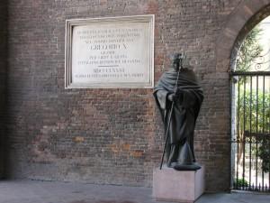 Statua e targa basilica Sant'Antonino