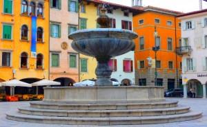 Stessa piazza …. stessi (bei) colori