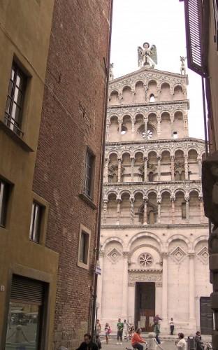Lucca - ...e, all'imporivviso appare..........