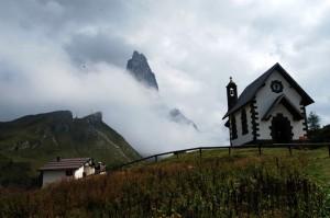 trentino - chiesa a passo sella