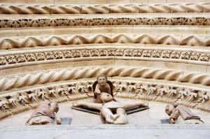 larino - particolare del portale della cattedrale