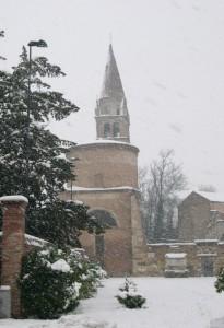 Abbazia con la neve