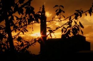 Tramonto dietro il campanile