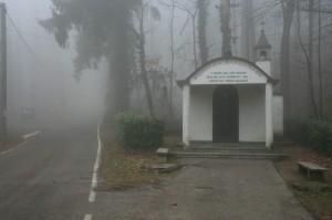 Cappella Madonna di Fatima nella nebbia