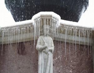 Santo della Fontana Maggiore con ghiaccio
