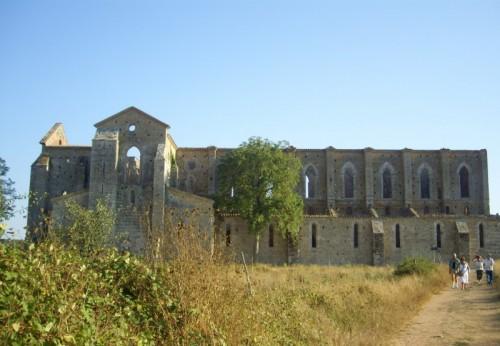Chiusdino - Abbazia di San Galgano - vista laterale