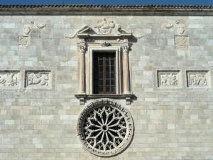 Chiesa di S.Lucia particolari della facciata - Magliano de' Marsi (AQ)