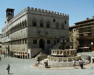 Perugia - Fontana restaurata - vitalità ritrovata!