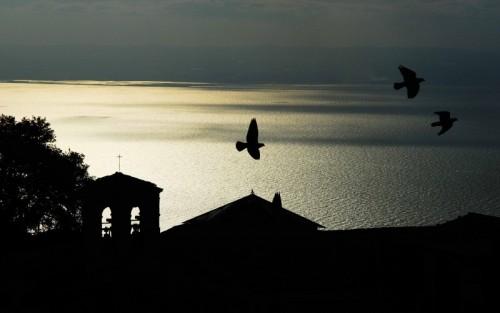 Monte Sant'Angelo - In volo sul golfo