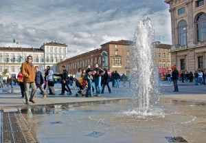 fontana piazza castello - manifestazione 30 ottobre
