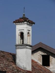 Il campanile della chiesetta di Ignan