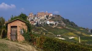 La Morra - Le chiese proteggono dall'alto il paese e le vigne