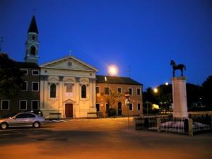 chiesa di cavallino di sera