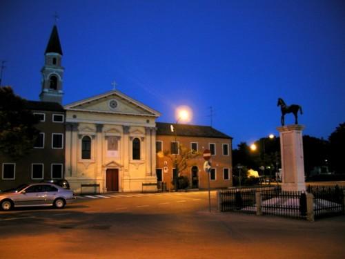 Cavallino-Treporti - chiesa di cavallino di sera