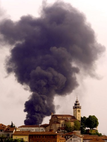 Chieri - Incendio dietro san Giorgio