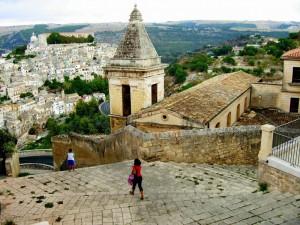 Santa maria delle scale campanile, monumento unesco patrimonio dell'umanità sullo sfondo Ragusa Ibla