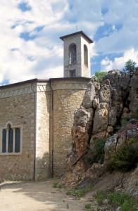 - la chiesa e la roccia -