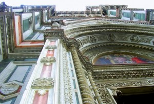 il duomo di Firenze visto dal basso