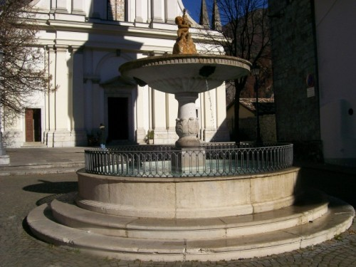 Ampezzo - La fontana della piazza