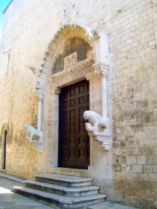 """Portale principale """" Santa Maria della Colonna""""epoca Normanna"""