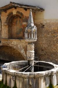 Antica fontana in piazza