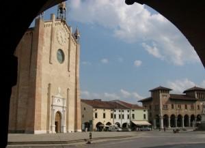 La piazza col suo Duomo
