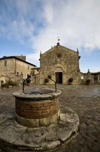 Monteriggioni la chiesetta